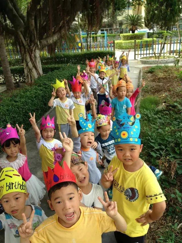 新东方幼儿园举行四月份宝宝生日会